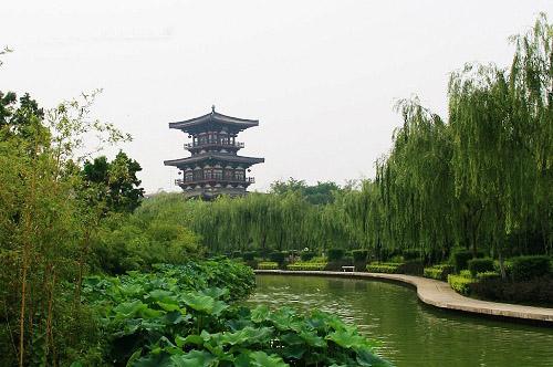 莲湖区旅游景点:西关老机场旧址和丰庆公园