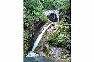 金丝峡连环瀑布