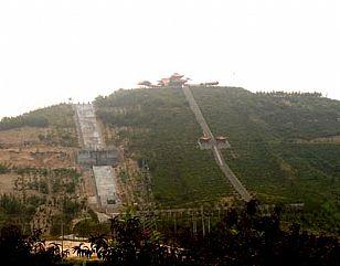 子长县龙虎山风景区全貌