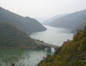 石泉曾溪乡烟波湖
