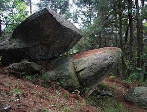 石泉姊妹岩