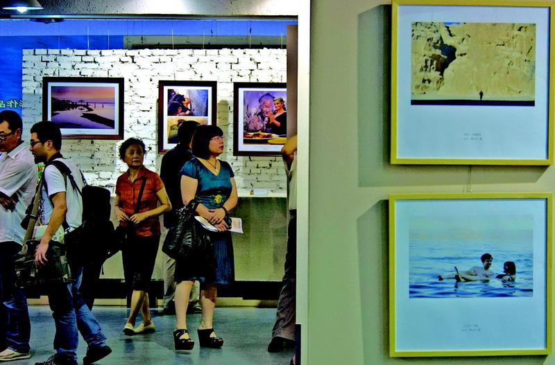 西安湘子庙街美术馆展异域风情摄影作品[图]