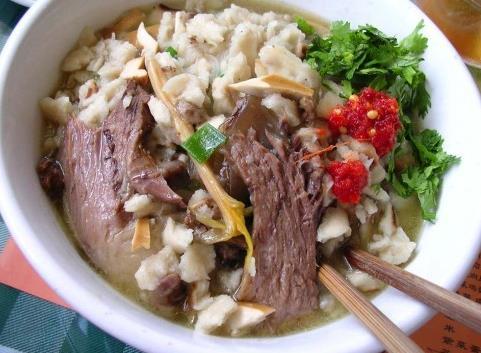 蒲城县美食:羊肉泡馍