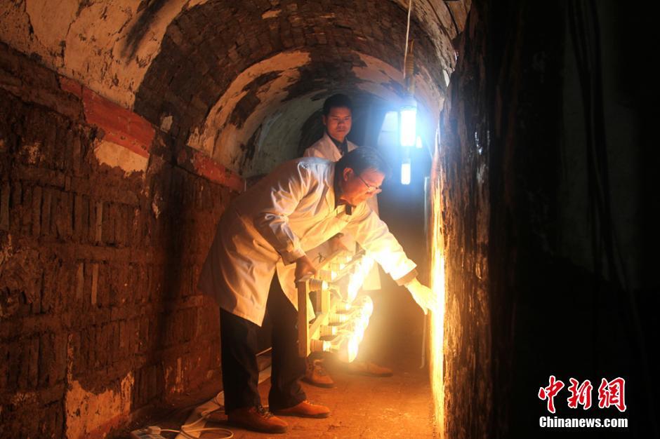 西安唐代宰相韩休墓珍贵壁画揭取保护